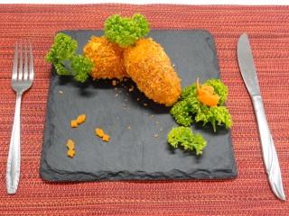 金魚飯キャロッケ