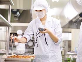 医療に強い「管理栄養士」と「臨床検査技師」の2つの国家資格の取得を目指す
